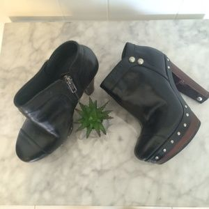 NWOT~ UGG ankle boots